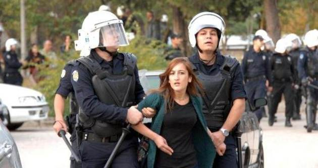 Çukurova Üniversitesi'nde 10 öğrenci gözaltına alındı