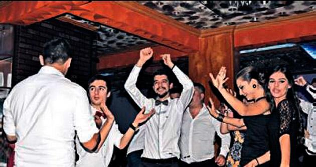 Kendileri için dans ettiler