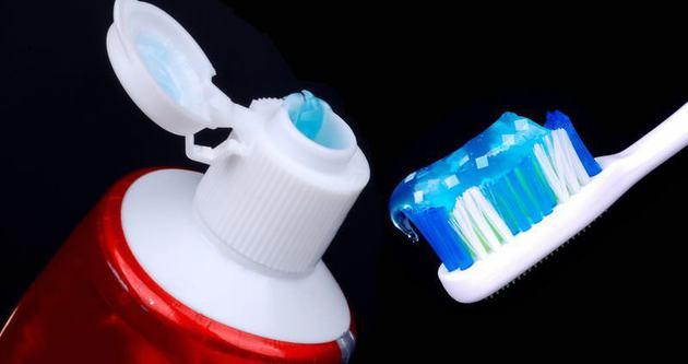 Türkler yılda 1 tüp diş macunu tüketiyor