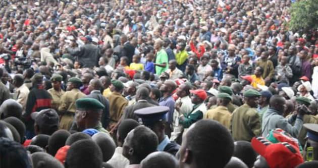 Zimbabve'de izdiham: 11 ölü