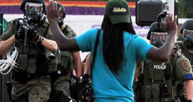 ABD Polisi silahsız genci öldürdü