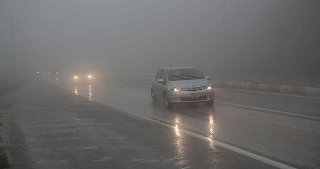 Bolu Dağı'nda sis ve sağanak