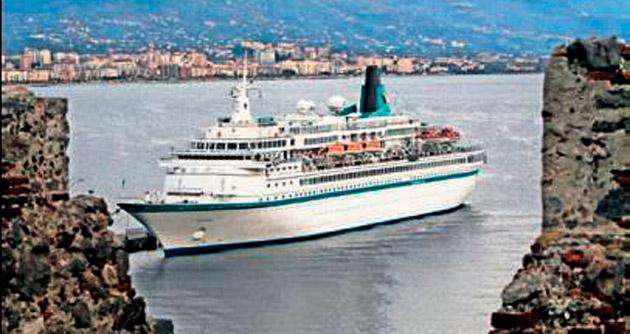 Albatros gemisi Alanya Limanı'nda