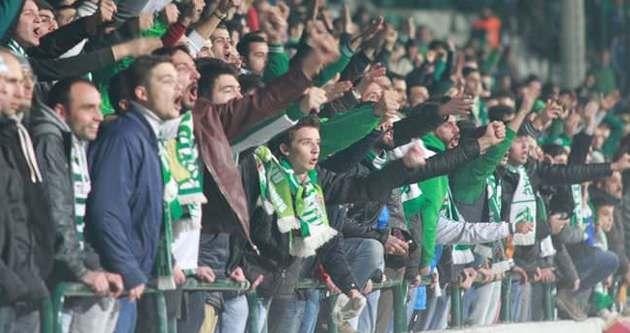 Bursaspor taraftarı stadyuma akın etti