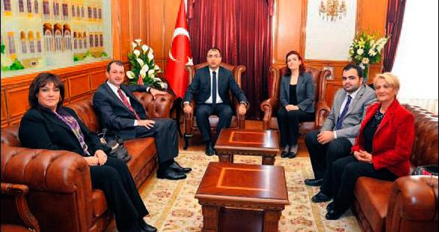 İzmir'in Başöğretmeni Vali Mustafa Toprak