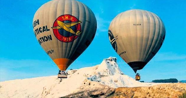 Beyaz cennette 'balon turizmi'