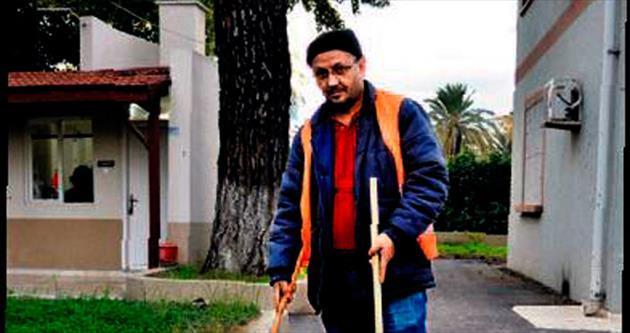 Gazeteciye yaprak toplama cezası
