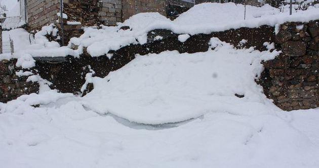 Karda mahsur kalan 32 kişi kurtarıldı