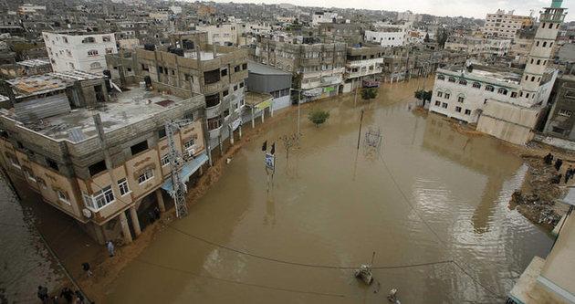 Gazze'yi bu kez sel vurdu!