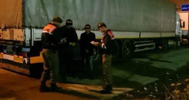 Sınır Kapısı'nda 25 kaçak yakalandı