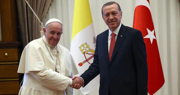 Papa ziyareti Arap basını manşetlerinde!