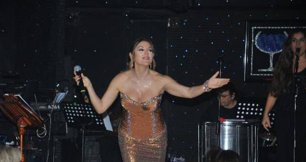 Aşkın Nur Yengi'den iddialı kostüm
