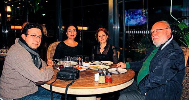 Sofa'da sahneye çıkan Elif Yalçın müzik ziyafeti yaşattı