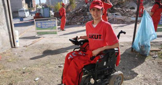 Kaza kurşunu hayatını kararttı, yılmadı AKUT'un engelli üyesi oldu