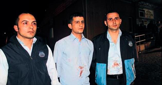 Karşıyaka'da midye satıcıları zabıta memurlarına saldırdı