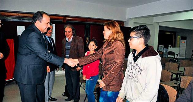 Tarsus'ta Suriyeli aileler için Türkçe kursu açıldı