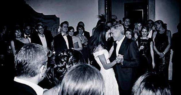 Ünlü çiftin ilk düğün dansı...