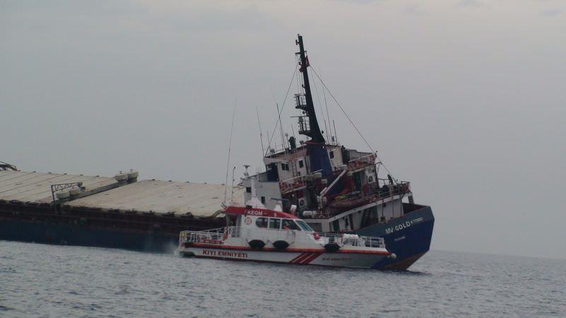 Tuzla'da yük gemisi yan yattı
