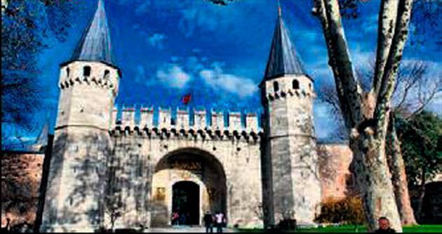 Sarayın saltanat kapısı restore ediliyor