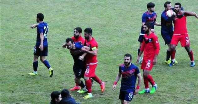Futbolcunun asker selamı Van'ı karıştırdı!