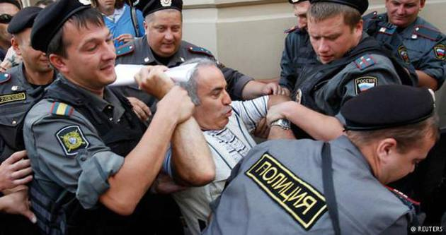 Kasparov'dan Putin'e sert sözler