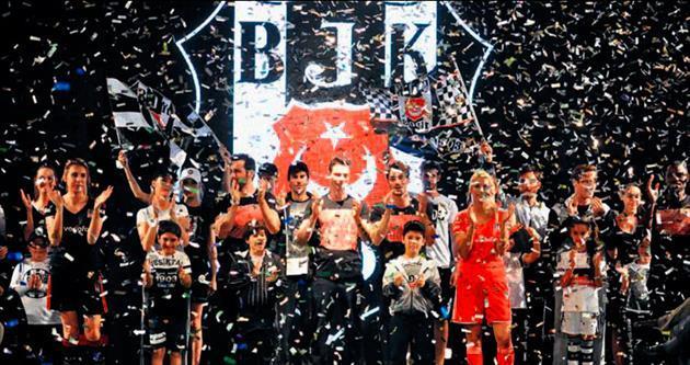 Beşiktaşlılar defilede buluştu