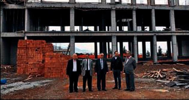 Fakülte binasının inşaatı yükseliyor