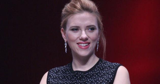 Scarlett Johansson zayıflamak için sürekli emziriyor