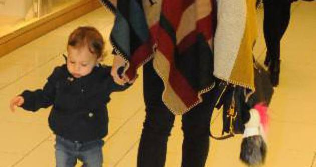 Tuba Ünsal ile minik oğlu alışverişte