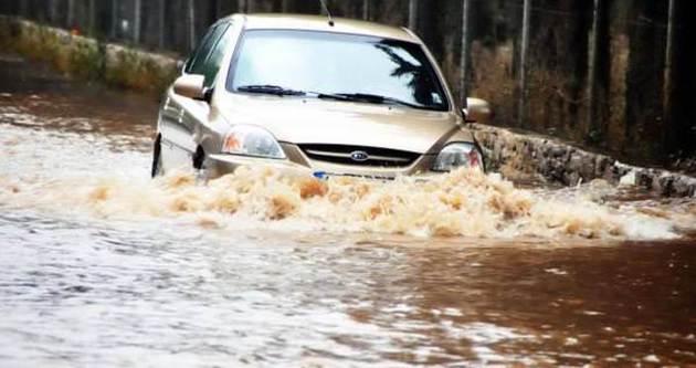 Sağanak yağmur Bodrum'u vurdu