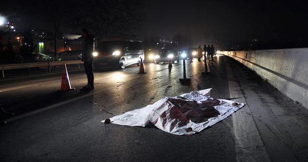 Bağcılar'da otomobil yayaya çarptı: 1 ölü