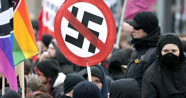 Almanya'da ırkçılık karşıtları yürüdü