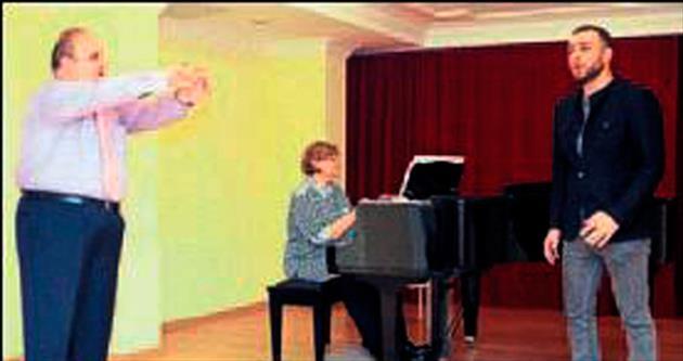 Üniversite öğrencileri ünlü tenorla çalıştı