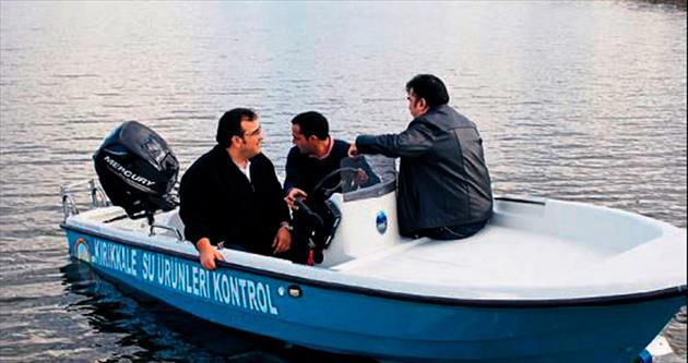 Kaçak balıkçıya tekneyle takip