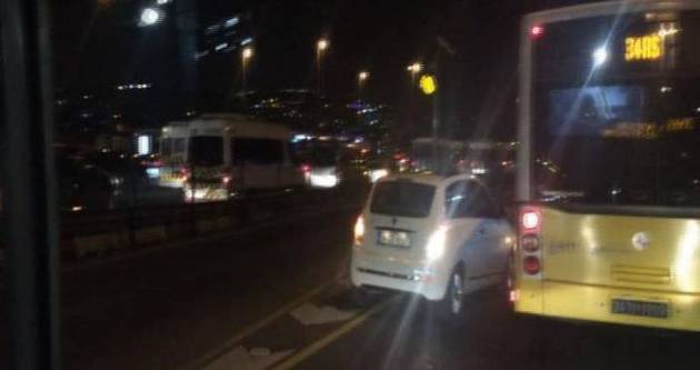 Şaşkın sürücü metrobüs yoluna girdi