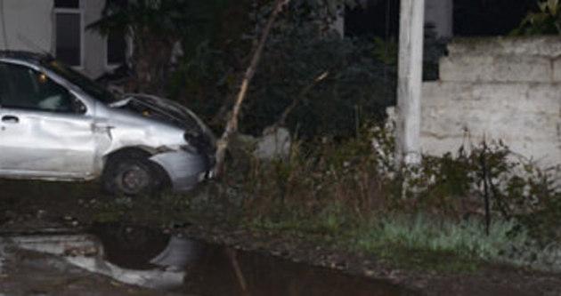 Otomobil bahçe duvarına çarptı