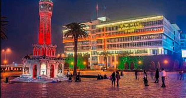 İzmir rengarenk ışıklarla donatıldı