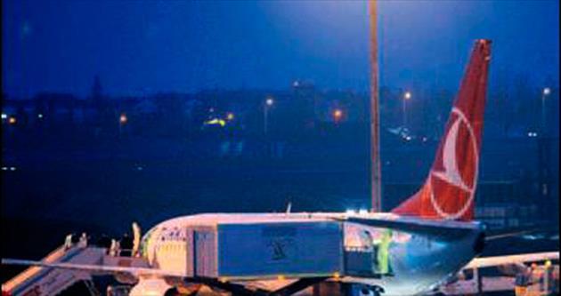 'O yolcu ebola değil' yazısını almadan uçaktan inmediler