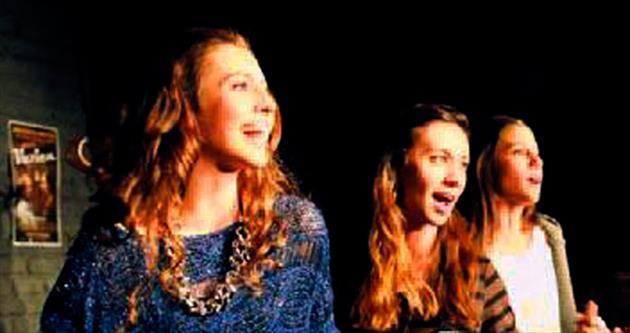 Ünlü çiftin kızı tiyatro sahnesinde