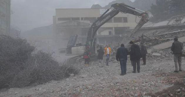 Amasya'da 6 katlı bina çöktü