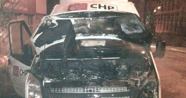 Tunceli'de CHP minibüsü ateşe verildi