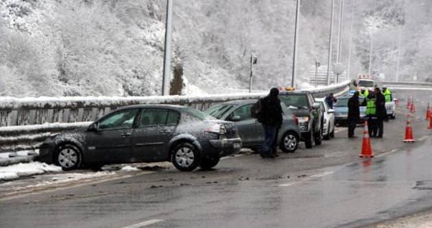 Bolu Dağı'nda 6 araç birbirine girdi