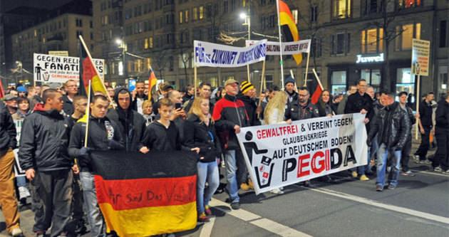 Almanya'da İslam karşıtları protesto edildi