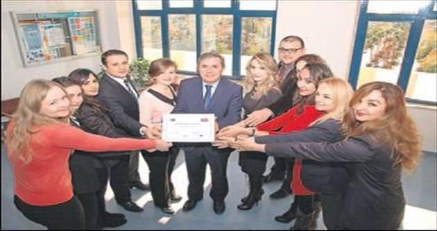 AÜ'de Kalite Belgesi Ödülü'ne kutlama