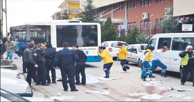 Belediye otobüsü dehşet saçtı:1 ölü