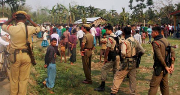 Hindistan'da köye silahlı saldırı!