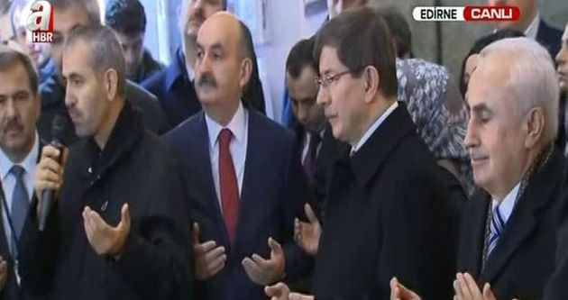 Başbakan Davutoğlu'ndan Arasta Çarşısı'nda dua