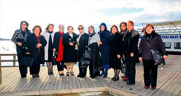 Kadın vekillerden Mogan'da tekne turu