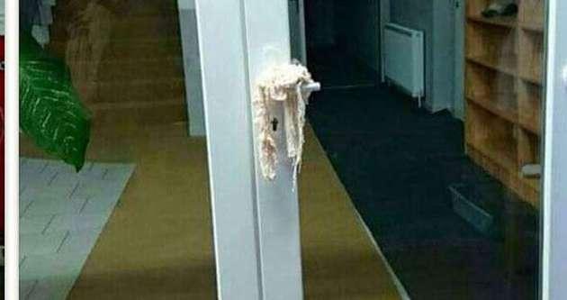 Cami kapısına bu bırakılır mı?