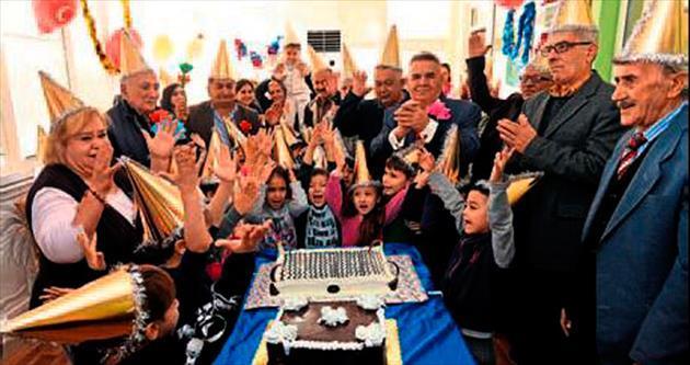 Yaşlılar yılbaşını miniklerle kutladı